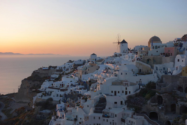 oia-sunset-santorini-greece